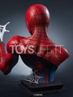 8queen-studios-marvel-comics-spiderman-classic-lifesize-bust-toyslife-03jpg
