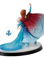 a-moment-in-time-frozen-anna-&-elsa-toyslife-01