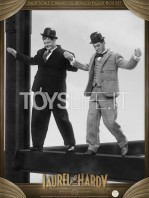 big-chief-stan-laurel-and-oliver-hardy-classic-suits-figures-pack-toyslife.03