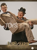 big-chief-stan-laurel-and-oliver-hardy-classic-suits-figures-pack-toyslife.06