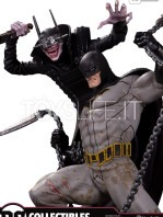 dc-batman-who-laughts-battle-statue-toyslife-02