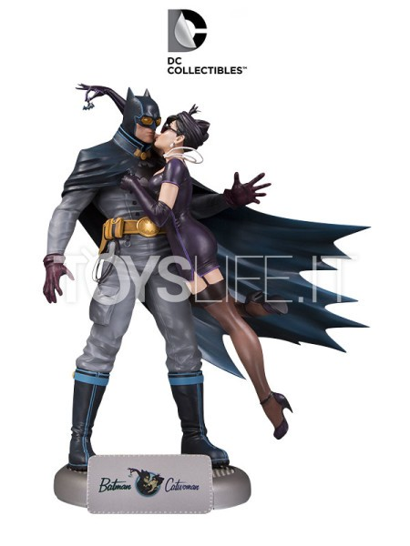 dc-bombshells-batman-and-catwoman-statue-toyslife-icon