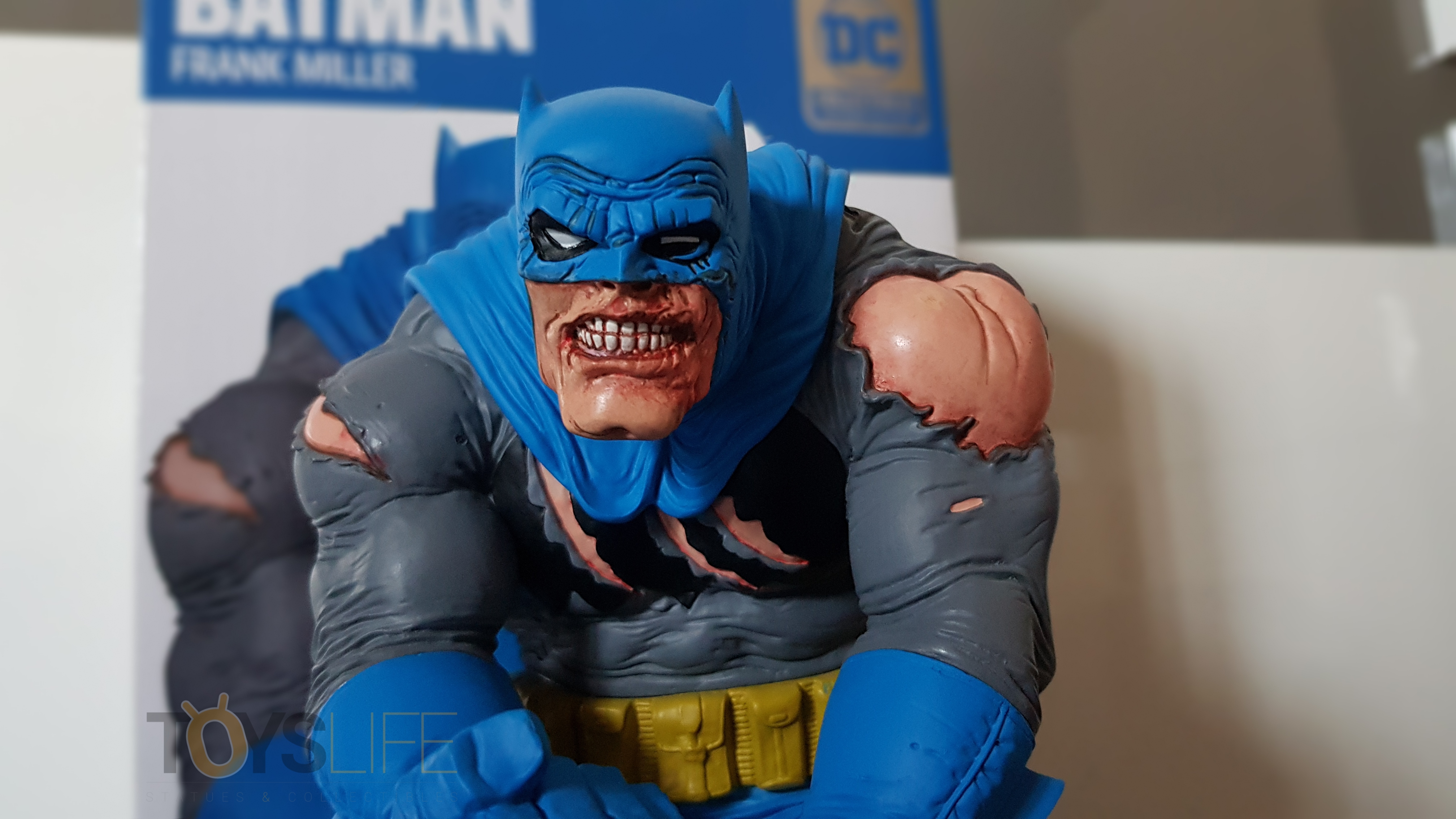 dc-designer-batman-by-frank-miller-statue-toyslife-review-05