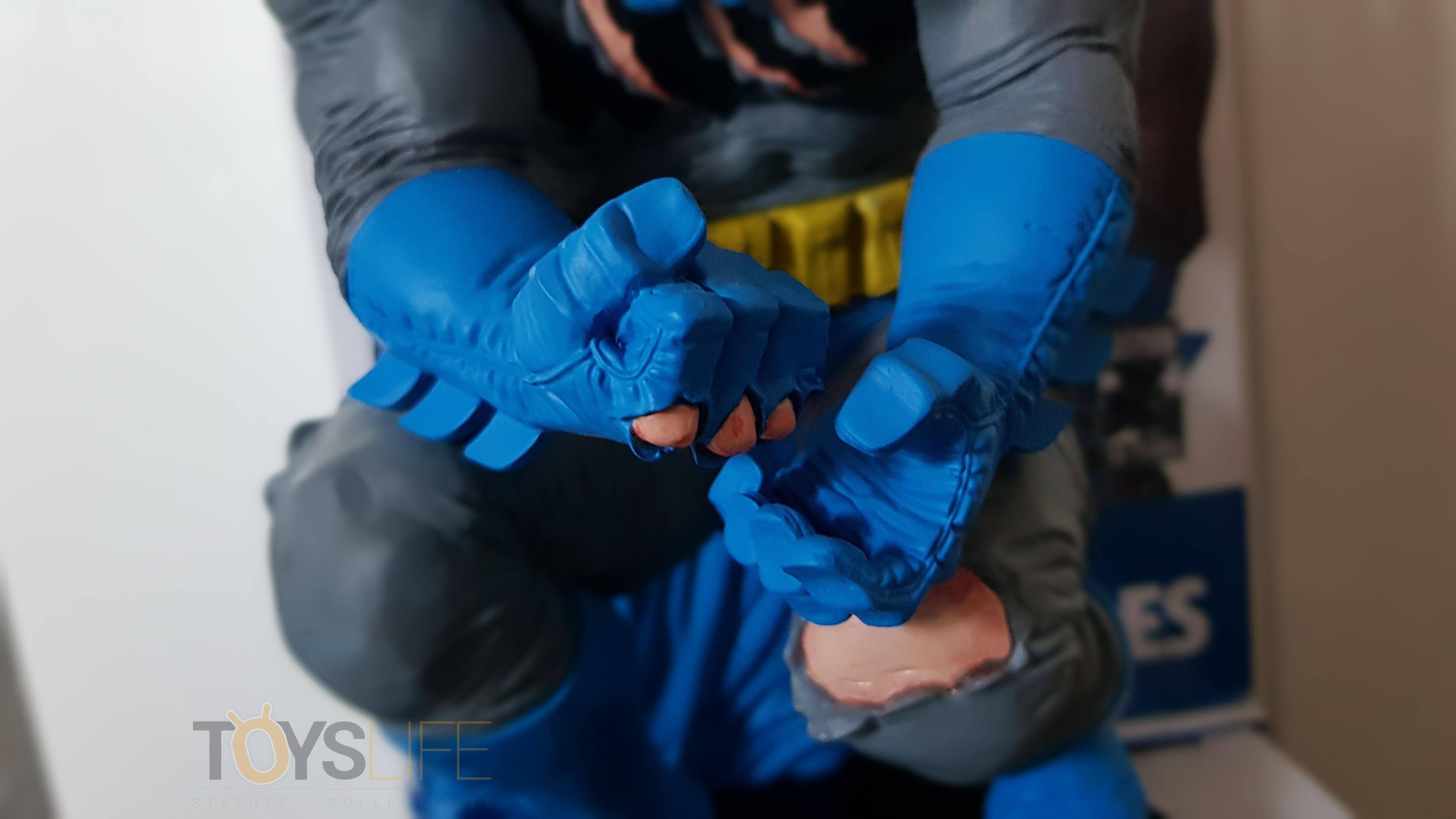 dc-designer-batman-by-frank-miller-statue-toyslife-review-08