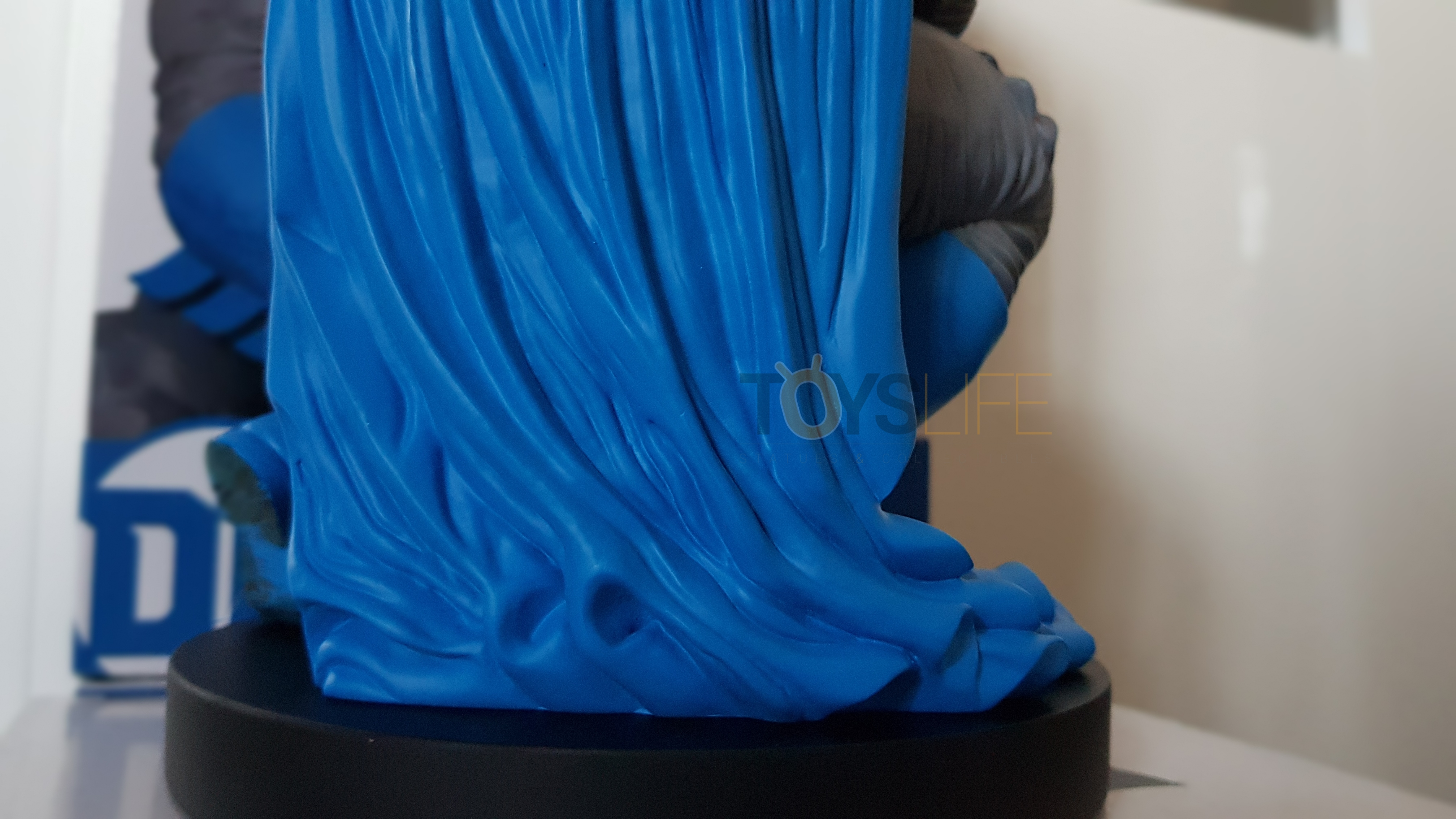 dc-designer-batman-by-frank-miller-statue-toyslife-review-12