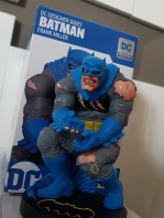dc-designer-batman-by-frank-miller-statue-toyslife-review-icon