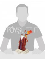 department56-harry-potter-albus-dumbledore-year-one-statue-toyslife-02