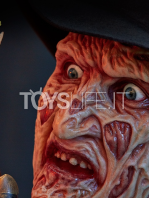 elite-collectibles-nightmare-on-elm-street-lifesize-bust-toyslife-05