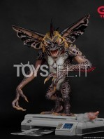 elite-creatures-collectibles-gremlins-2-mohawk-lifesize-replica-toyslife-01
