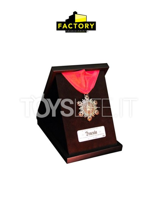factory-entertainment.-dracula-medallion-limited-lifesize-replica-toyslife-icon