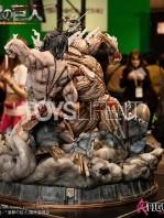 figurama-attack-on-titan-eren-vs-armored-titan-exclusive-statue-toyslife-02