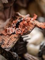 figurama-attack-on-titan-eren-vs-armored-titan-exclusive-statue-toyslife-06
