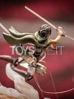 figurama-attack-on-titan-eren-vs-armored-titan-exclusive-statue-toyslife-09