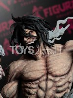 figurama-attack-on-titan-eren-vs-armored-titan-exclusive-statue-toyslife-11