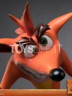 first4figures-crash-bandicoot-crash-statue-toyslife-05