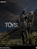 gecco-dark-souls-black-knight-kurokishi-pvc-statue-toyslife-01