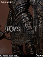 gecco-dark-souls-black-knight-kurokishi-pvc-statue-toyslife-12