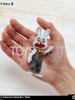 gecco-silent-hill-3-robbie-the-rabbit-white-toyslife-02