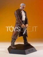 gentle-giant-marvel-gallery-old-man-logan-statue-toyslife-03