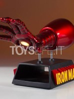 gentle-giant-marvel-ironman-gauntlet-desk-accessory-card-holder-toyslife-02