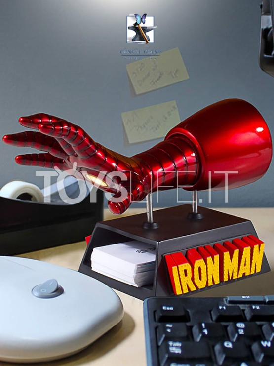 gentle-giant-marvel-ironman-gauntlet-desk-accessory-card-holder-toyslife-icon