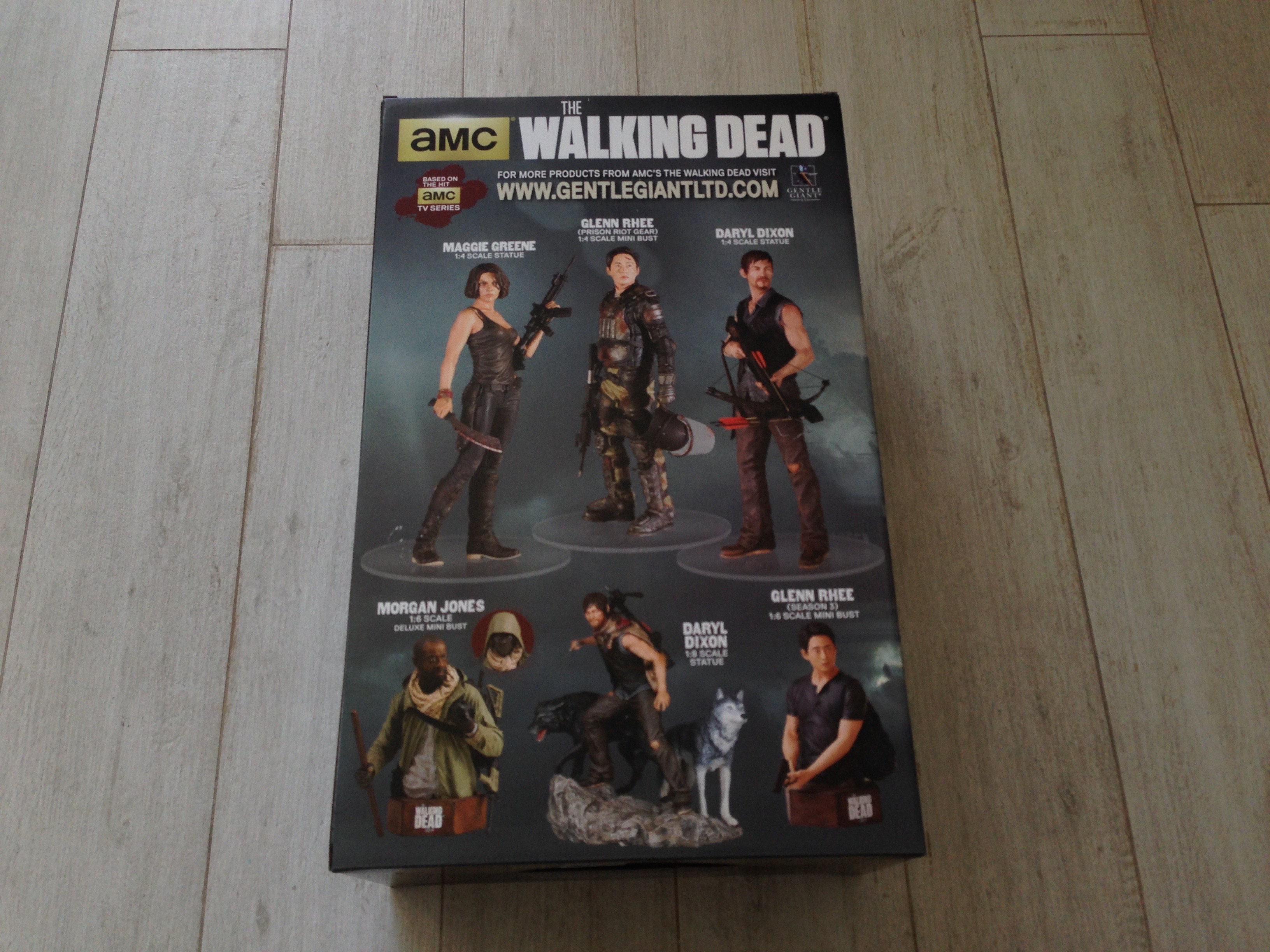 gentle-giant-the-walking-dead-rick-grimes-statue-toyslife-review-03