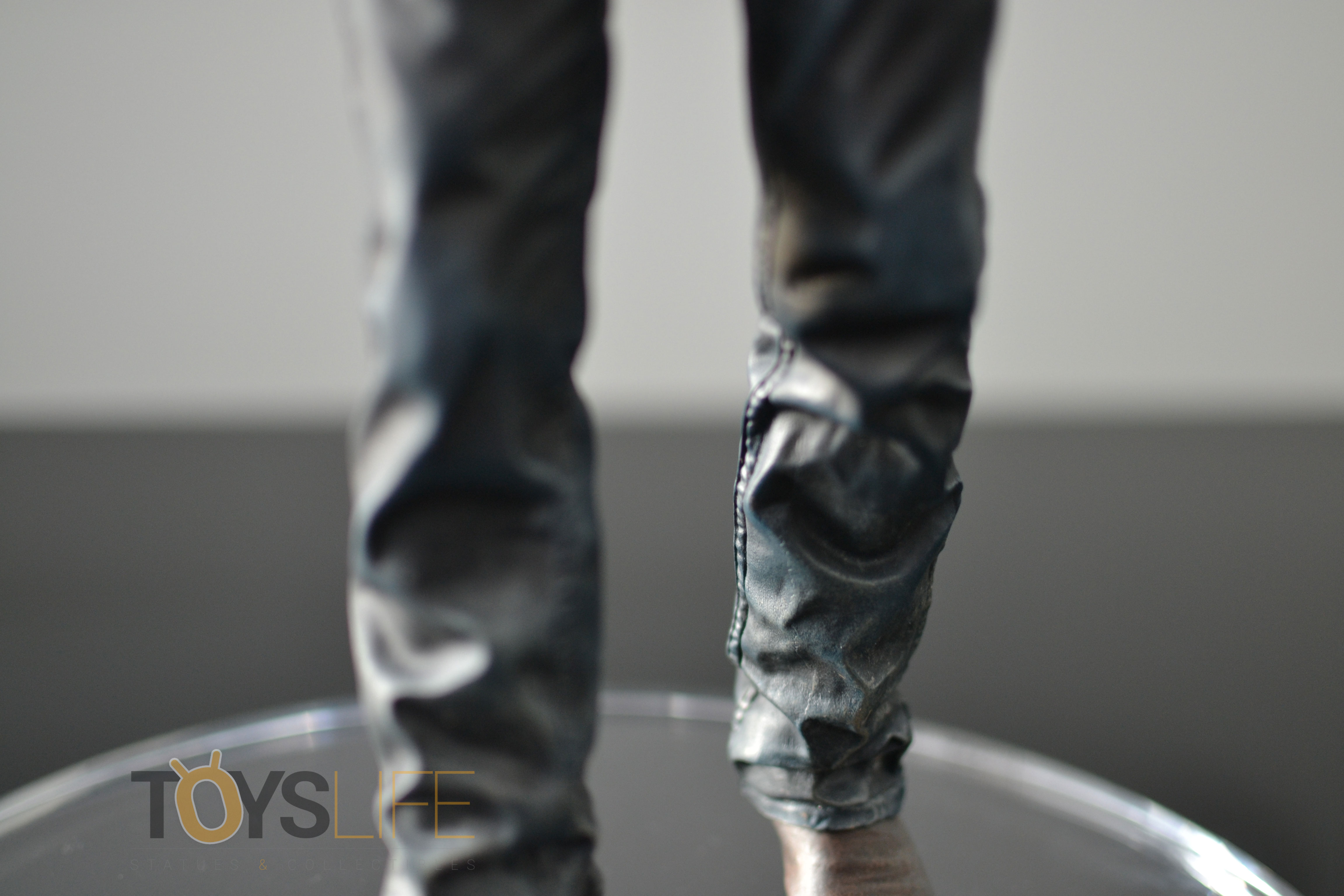 gentle-giant-the-walking-dead-rick-grimes-statue-toyslife-review-15