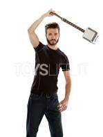 hasbro-marvel-thor-mjolnir-11-hammer-replica-toyslife-05