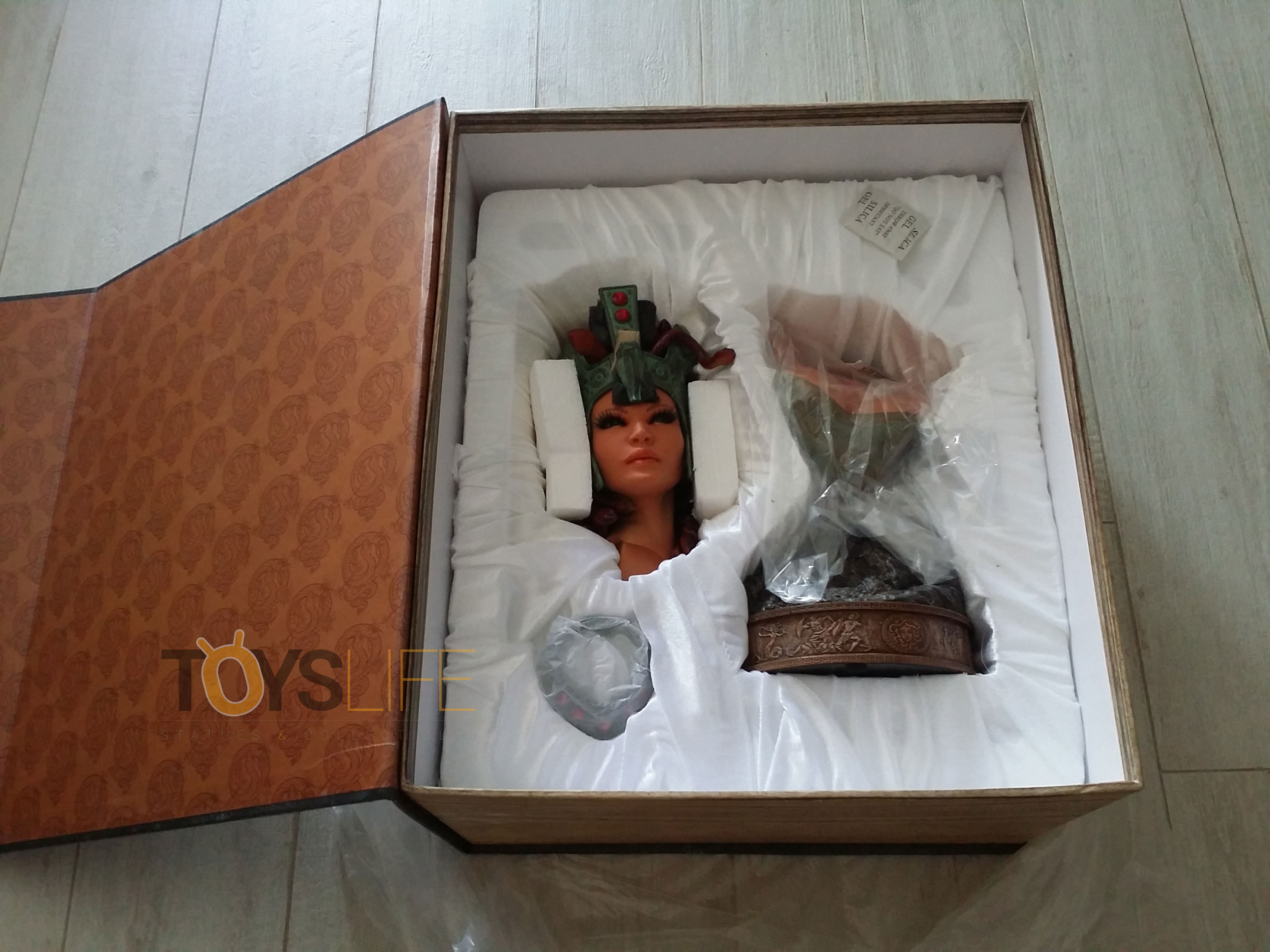 hmo-medusa-bust-toyslife-review-05