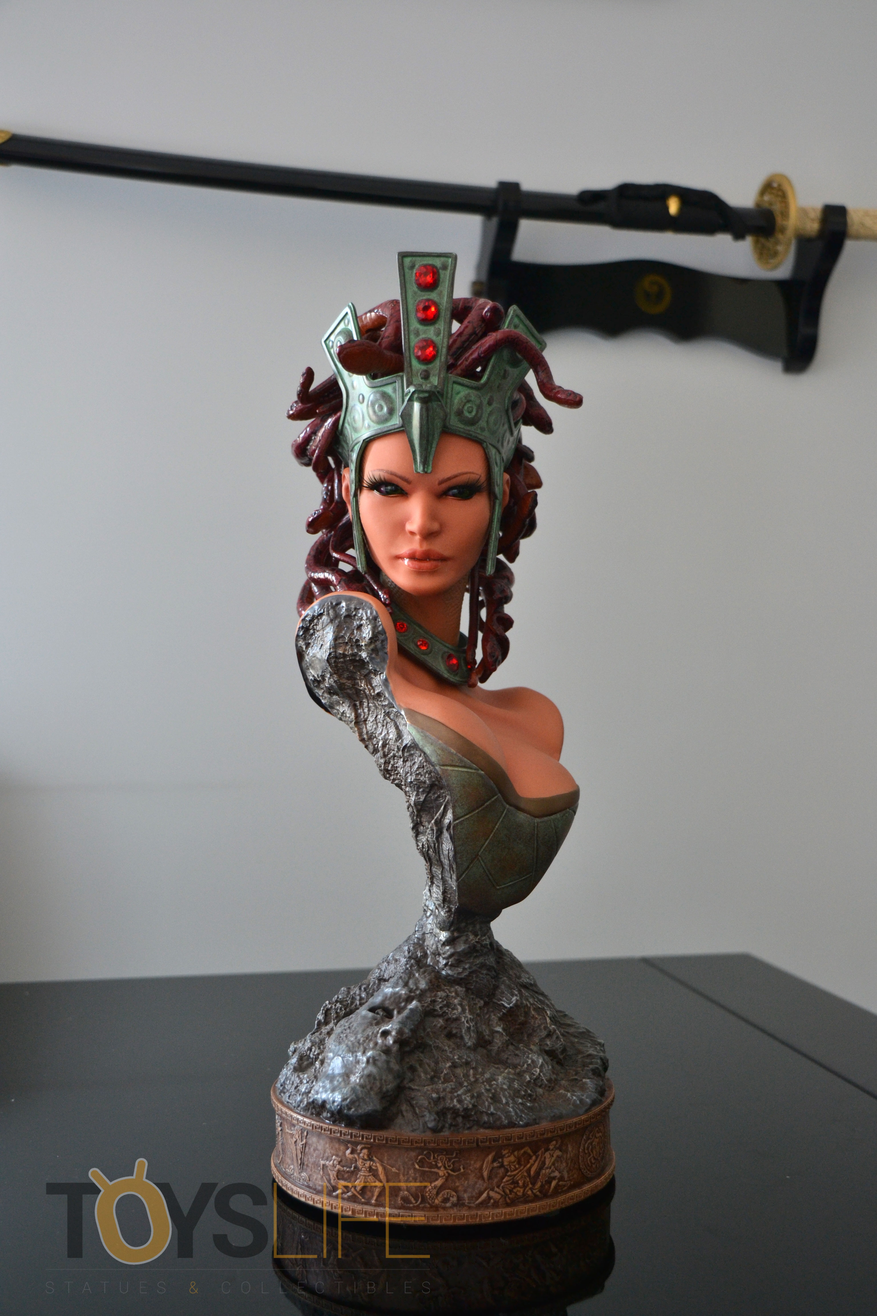 hmo-medusa-bust-toyslife-review-09