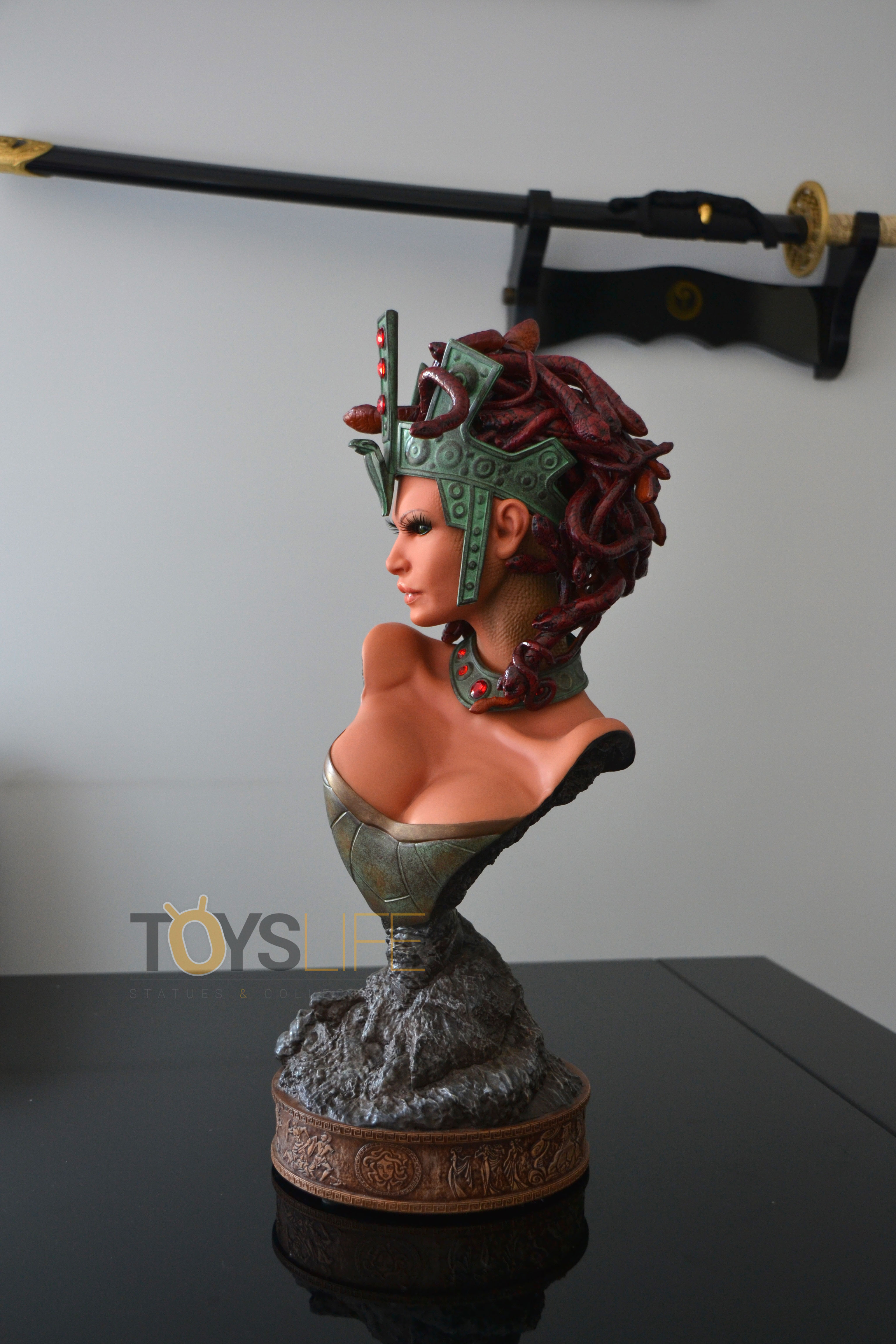 hmo-medusa-bust-toyslife-review-11