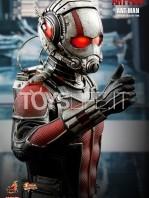 hot-toys-ant-man-toyslife-02