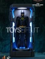 hot-toys-dc-batman-arkham-knight-minature-armory-set-toyslife-07