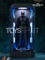 hot-toys-dc-batman-arkham-knight-minature-armory-set-toyslife-09