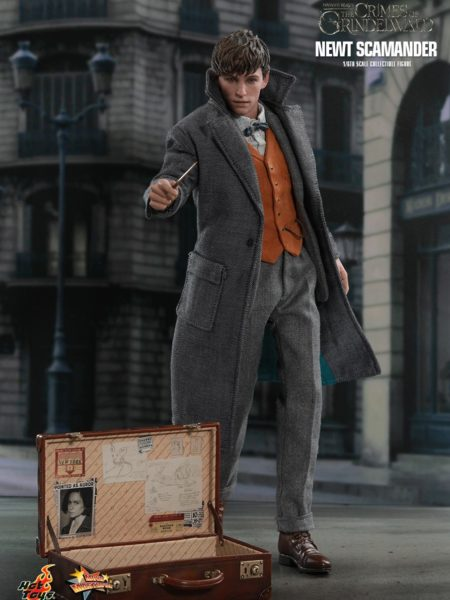 hot-toys-fantastic-beasts-the-crimes-of-grindenwlad-newt-scamander-figure-toyslife-icon