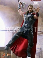 hot-toys-hawkeye-age-of-ultron-toyslife-02