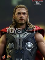 hot-toys-hawkeye-age-of-ultron-toyslife-05