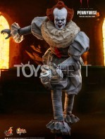 hot-toys-it-chapter-2-pennywise-figure-toyslife-02