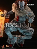 hot-toys-it-chapter-2-pennywise-figure-toyslife-03