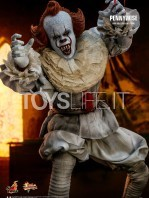 hot-toys-it-chapter-2-pennywise-figure-toyslife-06