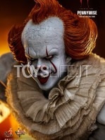 hot-toys-it-chapter-2-pennywise-figure-toyslife-09