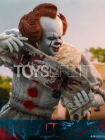 hot-toys-it-chapter-2-pennywise-figure-toyslife-14