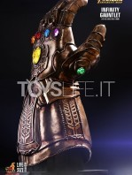 hot-toys-marvel-avengers-infinity-war-infinity-gauntlet-life-size-replica-toyslife-02