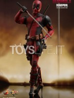 hot-toys-marvel-deadpool-2-deadpool-figure-toyslife-03