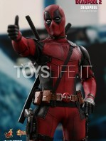 hot-toys-marvel-deadpool-2-deadpool-figure-toyslife-06
