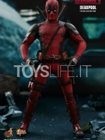 hot-toys-marvel-deadpool-2-deadpool-figure-toyslife-08