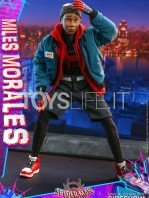 hot-toys-marvel-spiderman-into-the-spiderverse-miles-morales-1:6-figure-toyslife-02