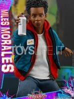 hot-toys-marvel-spiderman-into-the-spiderverse-miles-morales-1:6-figure-toyslife-10