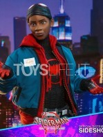 hot-toys-marvel-spiderman-into-the-spiderverse-miles-morales-1:6-figure-toyslife-14