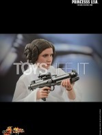 hot-toys-princess-leia-toyslife-03